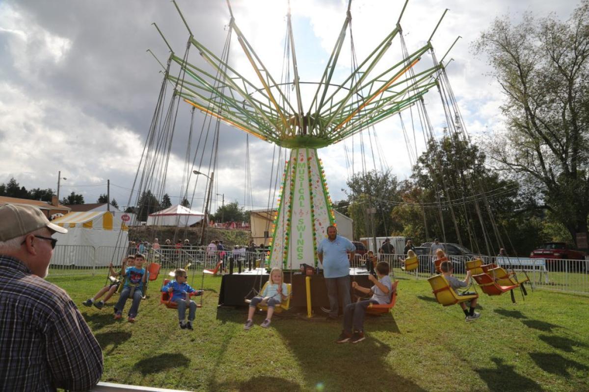spinning swing ride